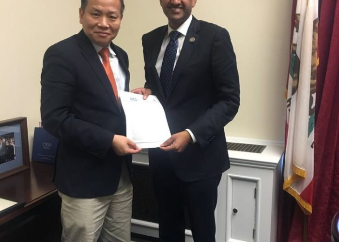 Heipei Shue presented the community solidarity letter to Congressman Ro Khanna